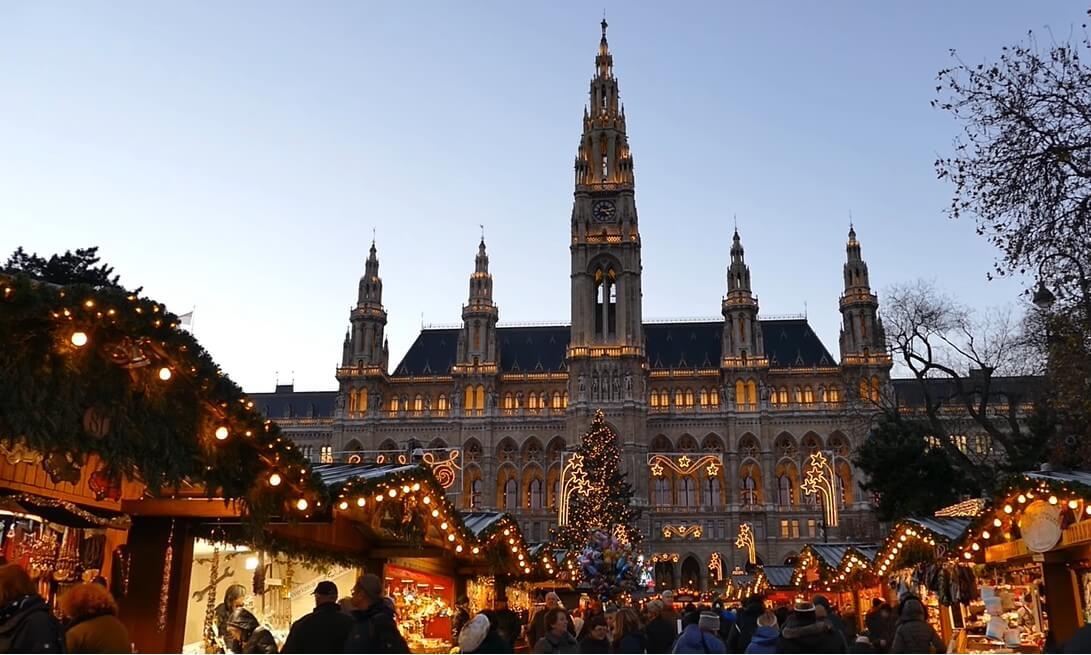 marché de noël de vienne sur la place de l'hôtel de ville Rathaus
