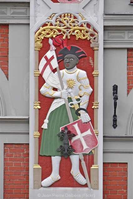 riga détail des ornements de la façade de la maison des têtes noires