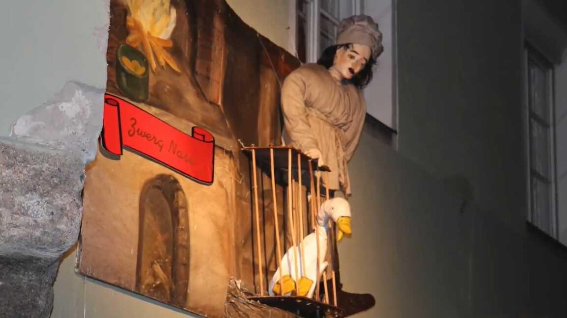 Zwerg nase décoration de contes dans les rues d'Innsbruck pendant l'Avent