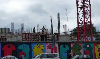 constructions autour de l'east side gallery berlin
