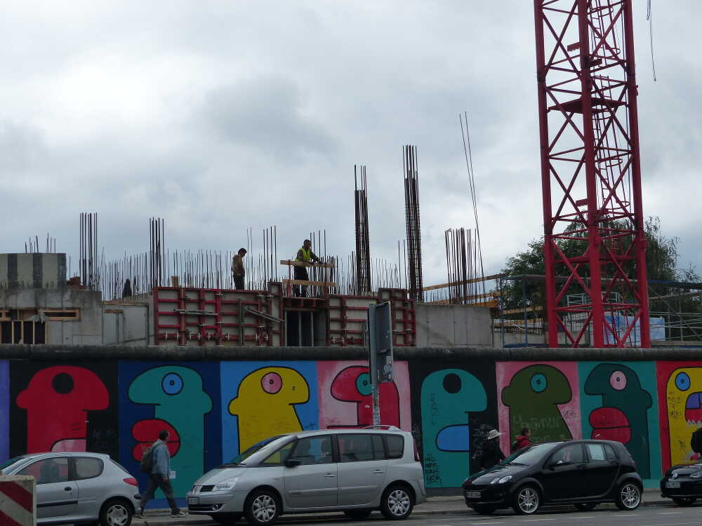 constructions autour de l'east side gallery berlin