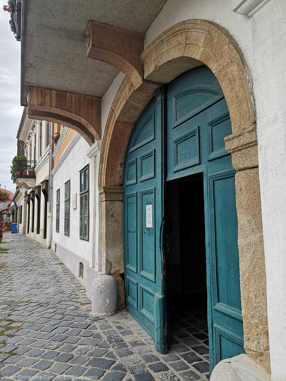 porte d'entrée de style baroque à Obuda