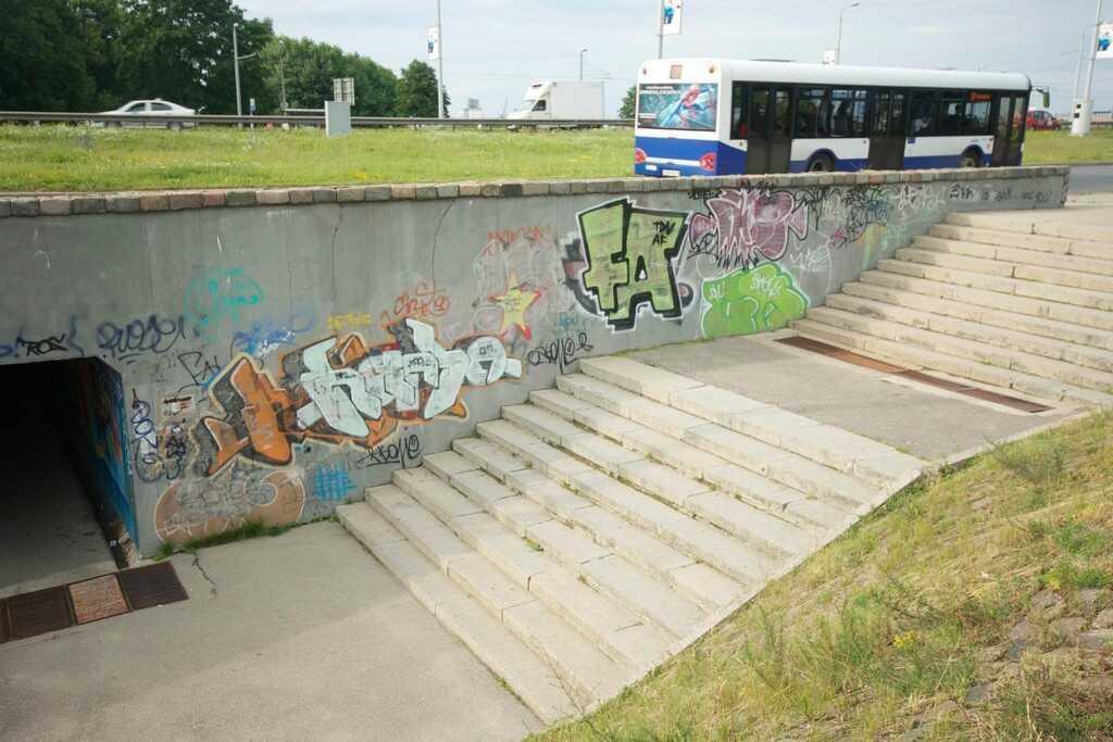 street art à riga dans le passage souterrain du quartier de kipsala