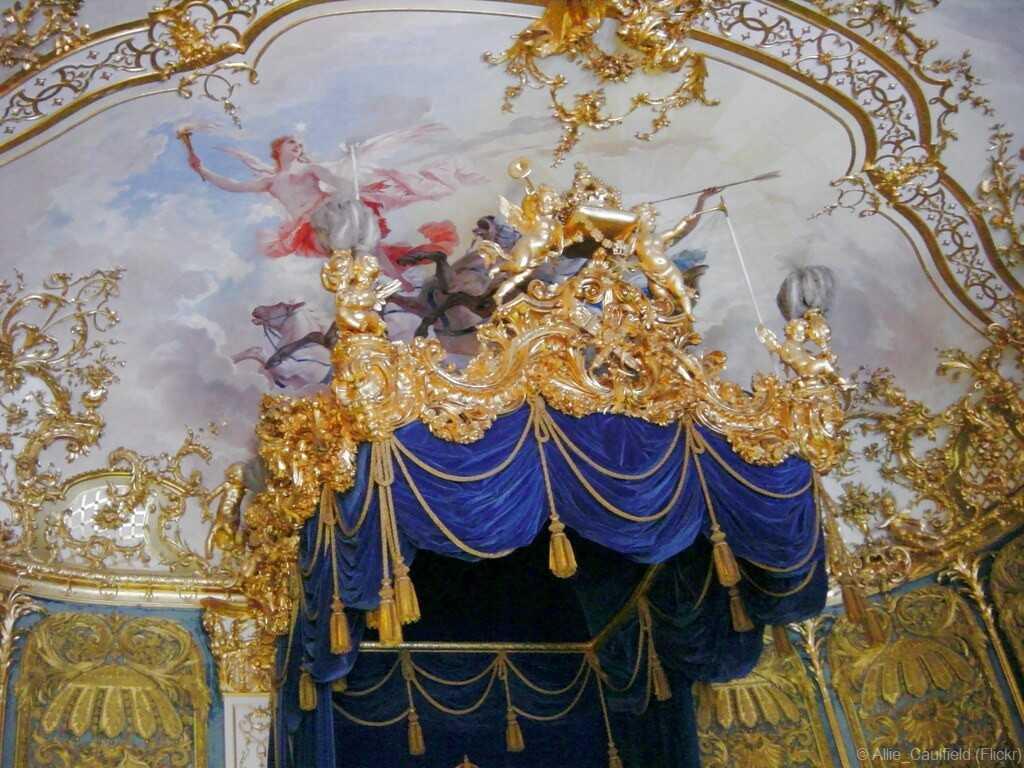 trône de louis II de bavière dans la résidence royale de lindehof