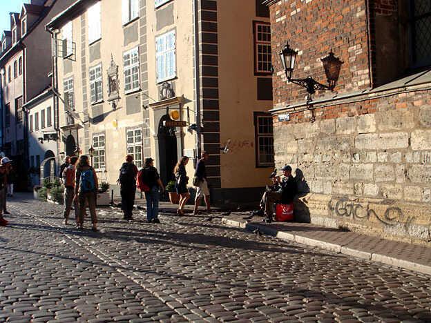 flâner dans les rues pavées du centre historique de riga