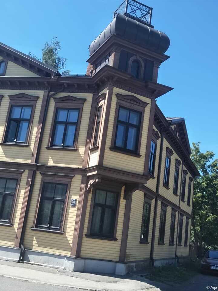 vieille maison de bois dans le quartier de Kipsala Riga