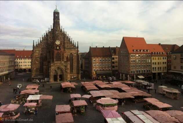 marché de noel de nuremberg sur la place de la cathédrale