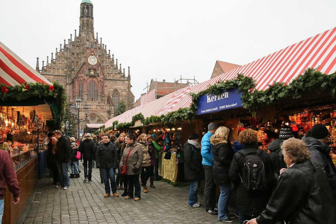 marché de noel de la place de la cathédrale à Nuremberg