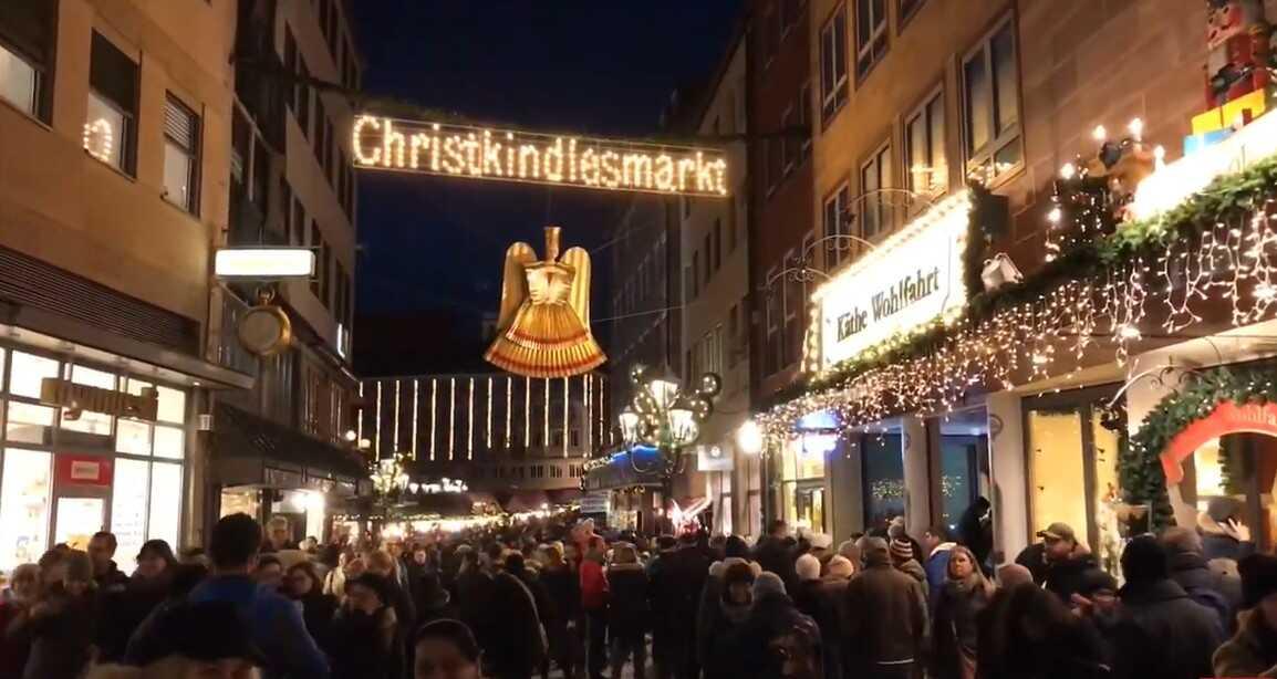 Nuremberg Christkindlmarkt de nuit