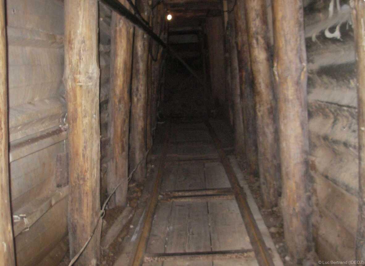 intérieur d'un des tunnels ayant servi pendant la guerre de bosnie lors du siège de sarajevo