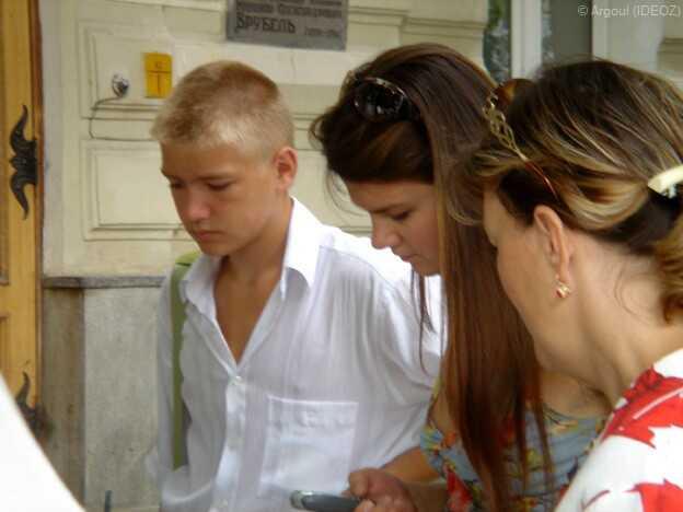 jeunes gens dans kiev