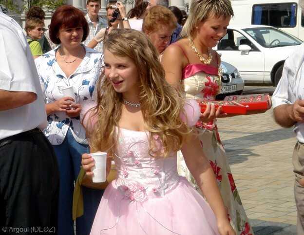 kiev jeune fille participant à un mariage