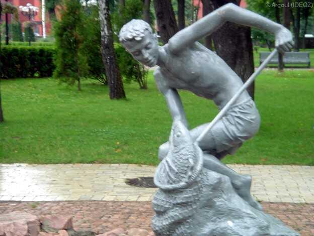 kiev bronze statue de pêcheur