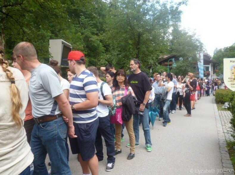 longue file d'attente à la billetterie de Neuschwanstein pour acheter son billet