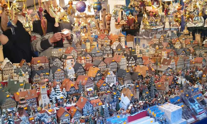 modèles de maisons typiques allemandes sur le marché de noel de nuremberg