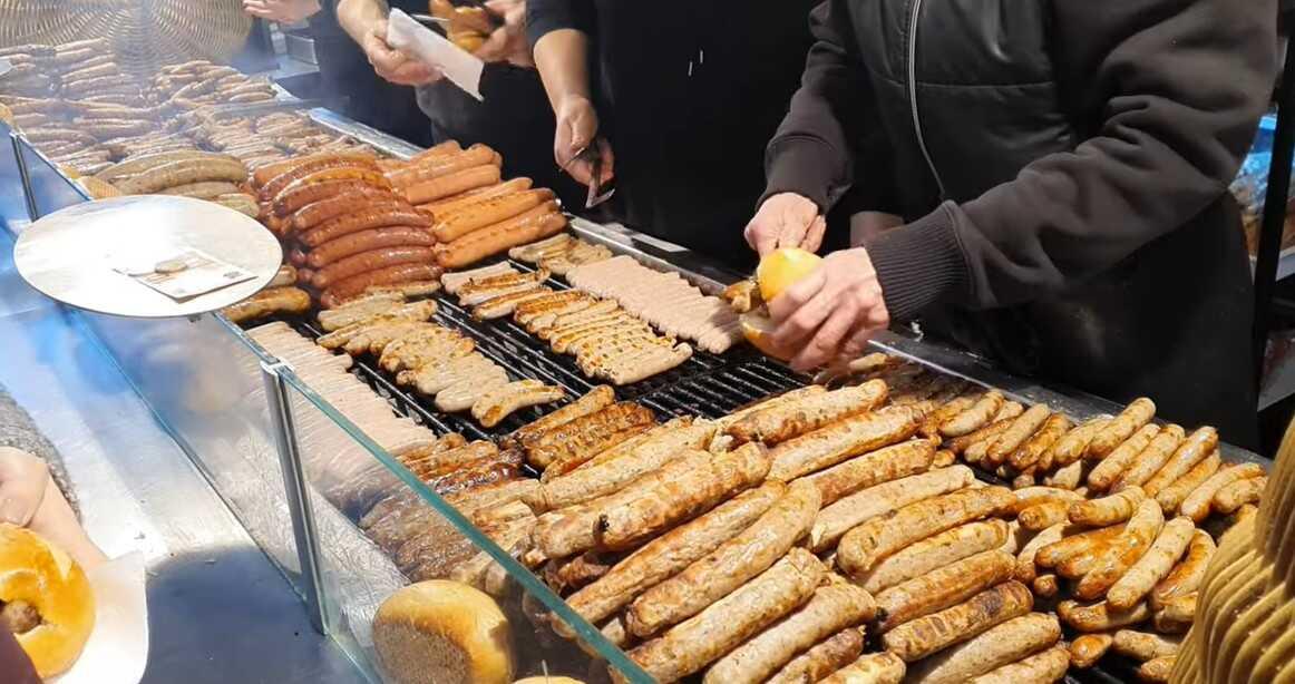 stand de saucisses sur le marché de noel de Nuremberg