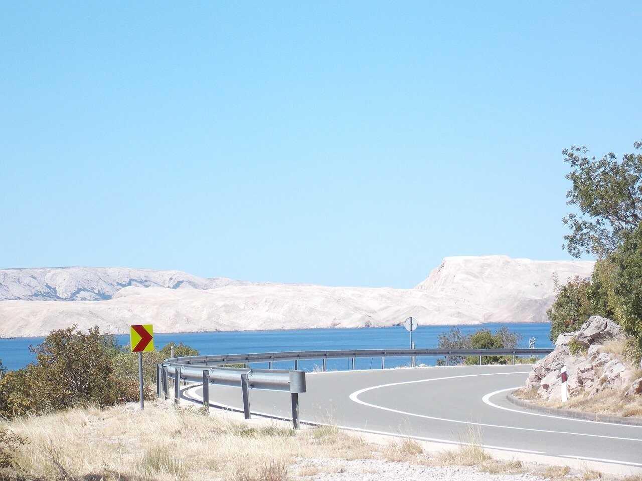 tournants sur la route littorale du kvarner entre rijeka et karlobag