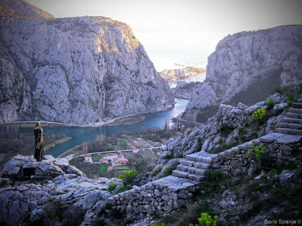 canyon de la rivière cetina depuis la statue de mila goljasic
