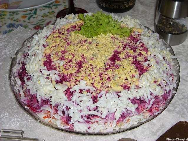 hareng en fourrure plat phare du nouvel an en russie