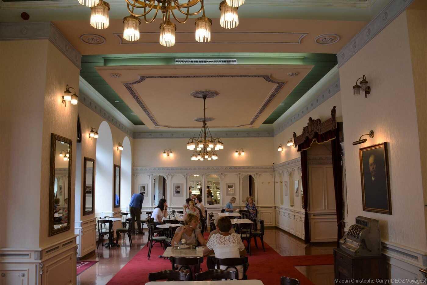 Café Hauer à Budapest ; Renaissance du salon de thé d'excellence