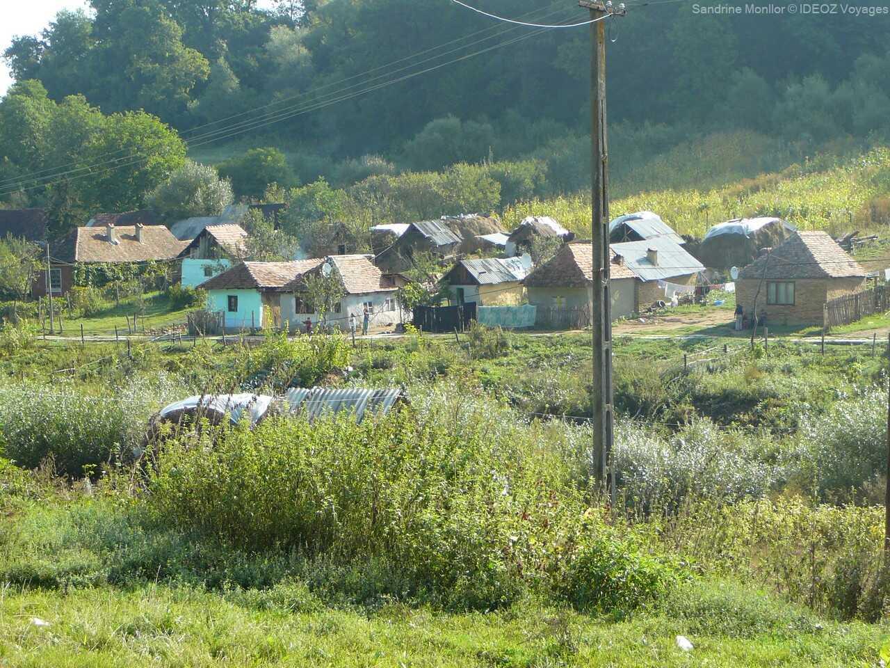 village rrom sur la route menant à Viscri