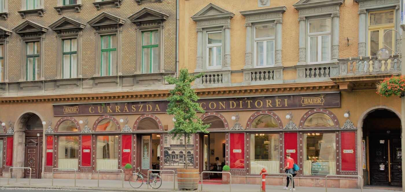 vitrine de la pâtisserie du salon de thé Cukzaszda Hauer à Budapest