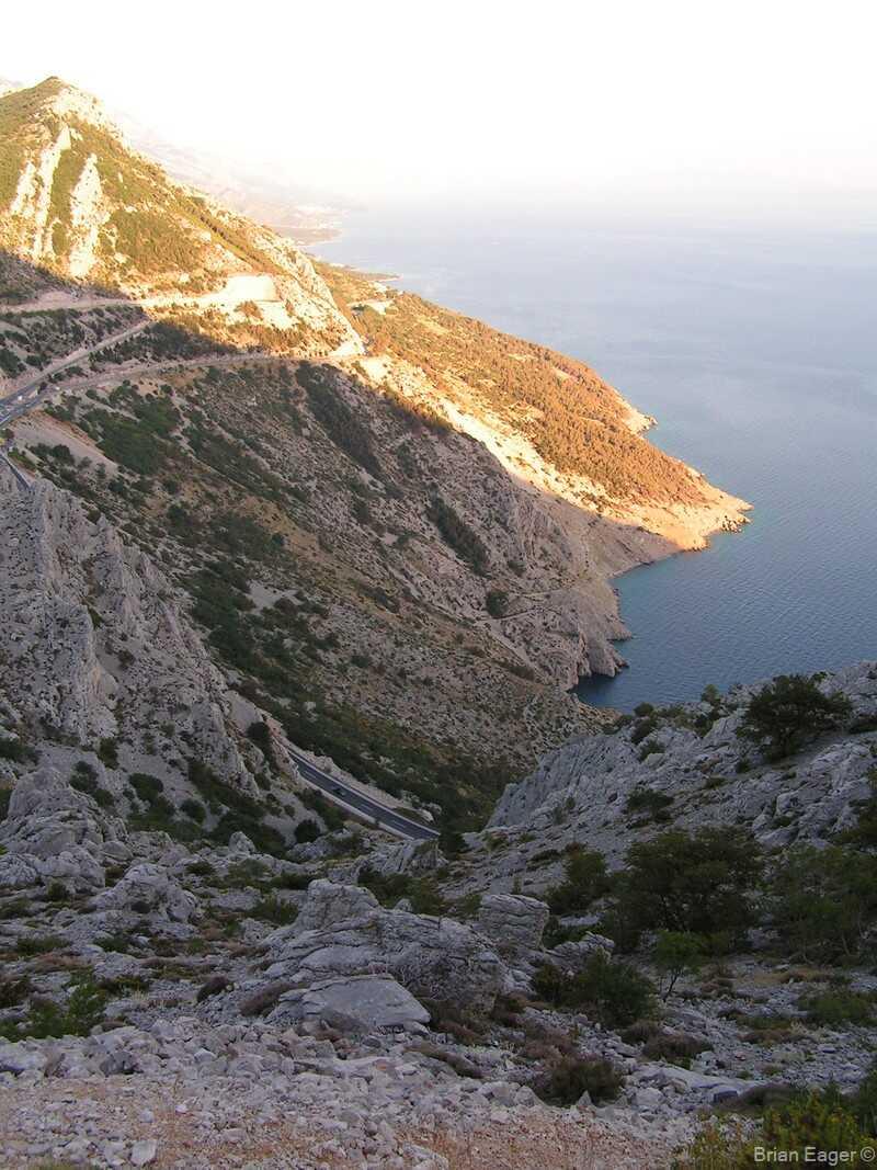 Route magistrale en dalmatie depuis les hauteurs de la forteresse d'Omis