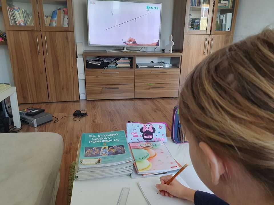 cours d'école à la télévision croate pendant l'épidémie de covid 19 en croatie