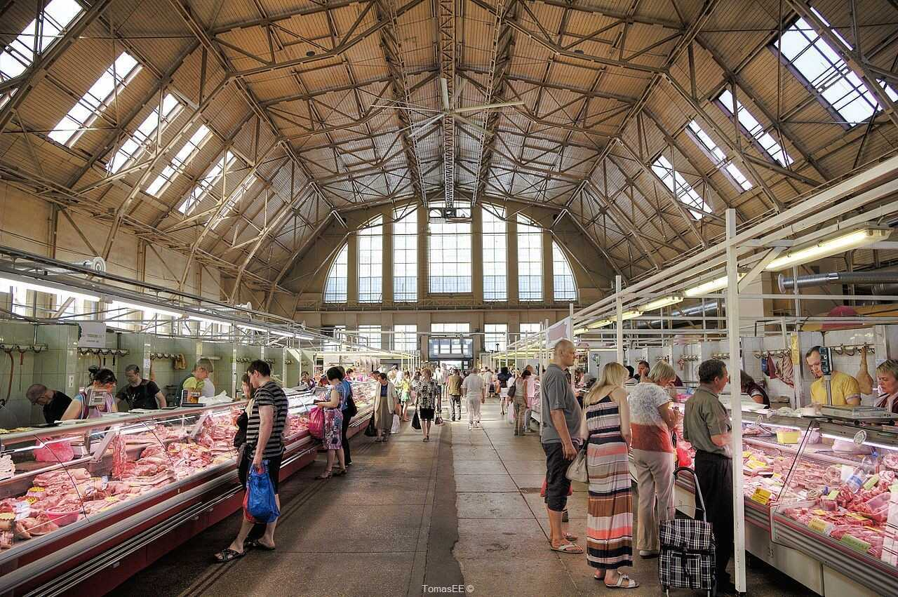 marché central de riga stands des bouchers