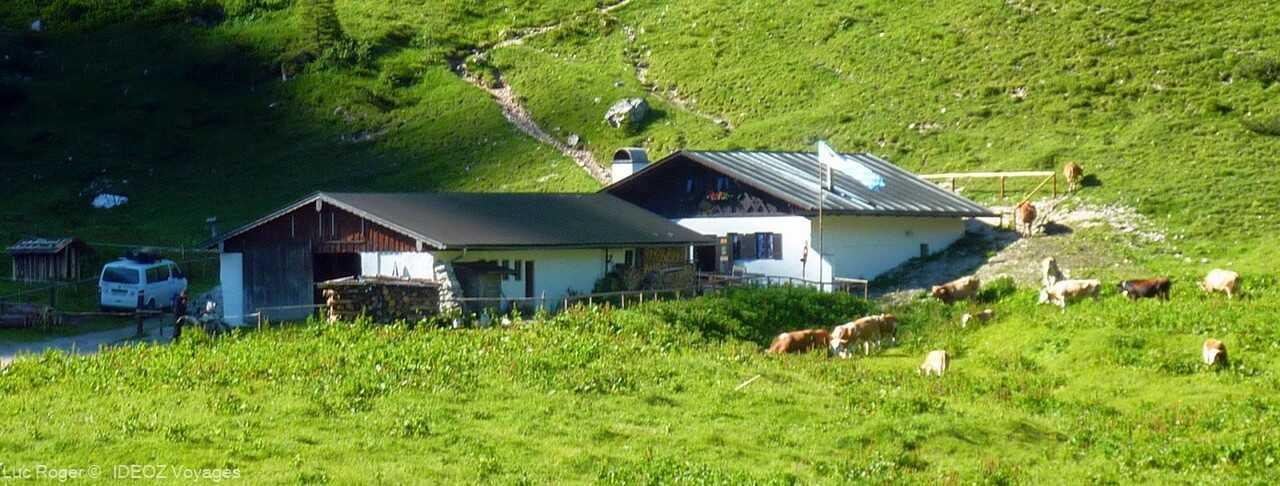 refuge où l'on peut dormir et se restaurer sous le chalet schachenhaus