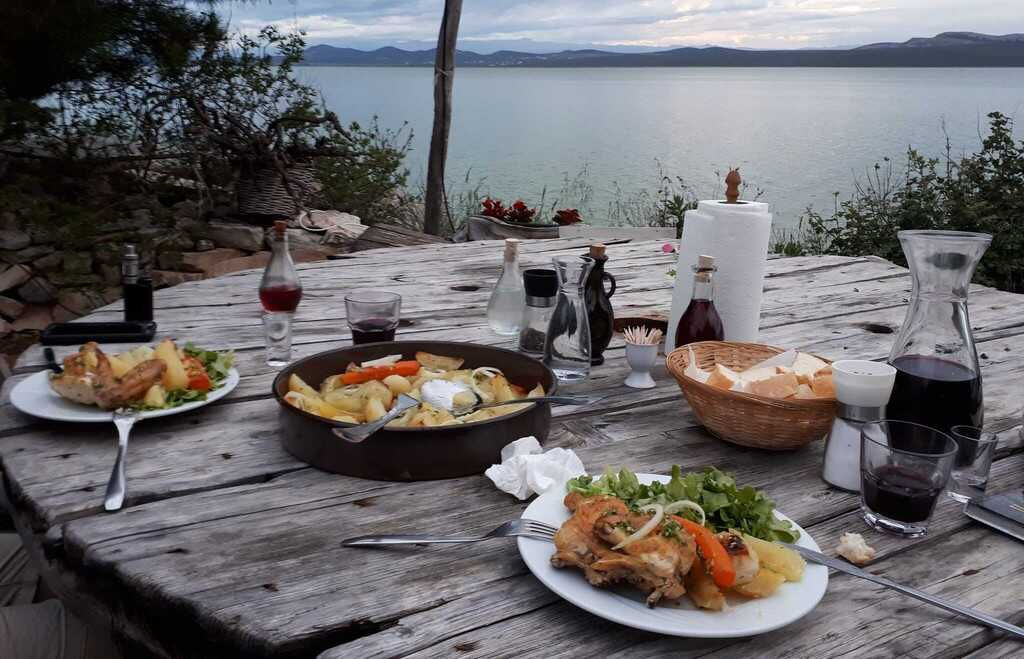 repas dalmate chez jure cudina sur le bord du lac vrana