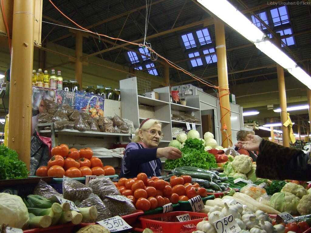stand de légumes sur le marché central de riga