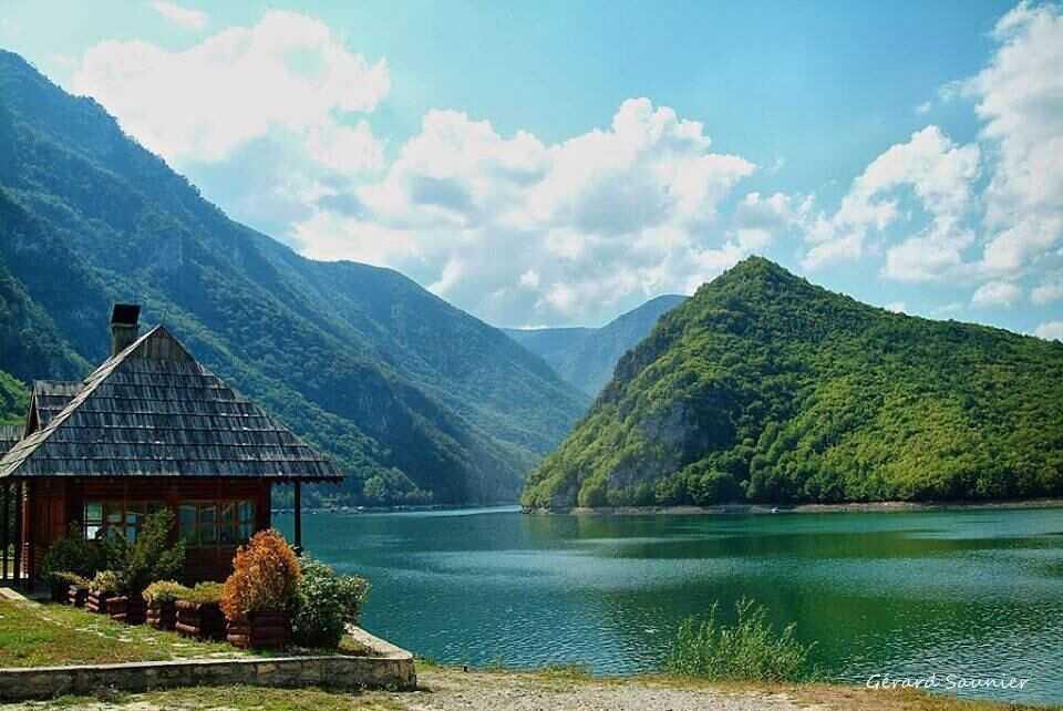 drina entre la frontière de serbie et de bosnie herzégovine