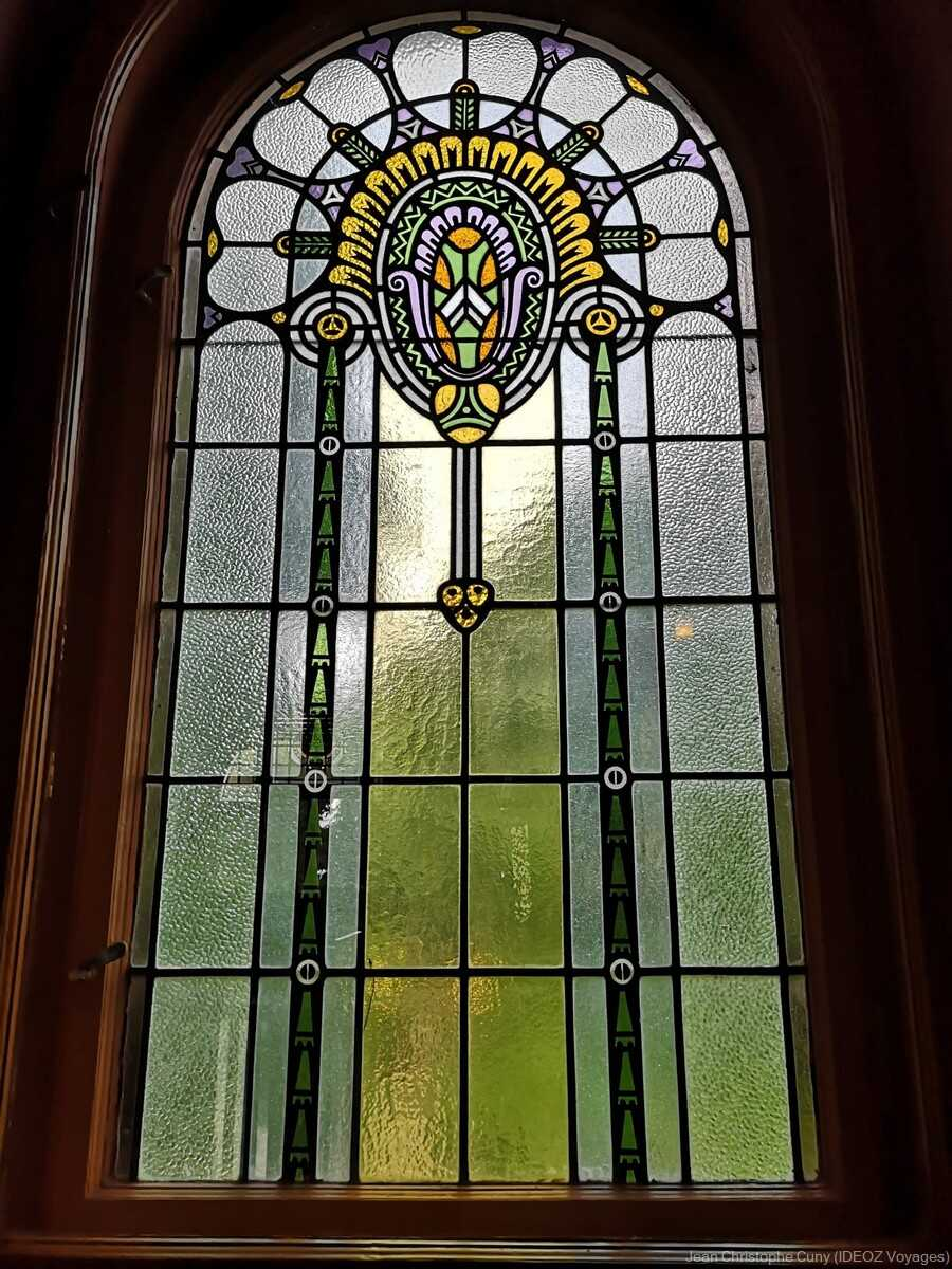 Fenêtre Art Nouveau à la villa de l'écrivain