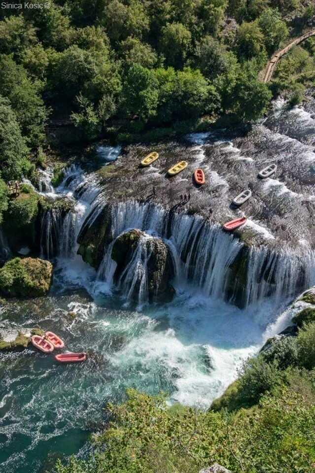 rafting strbacki buk sur la rivière una en bosnie herzégovine