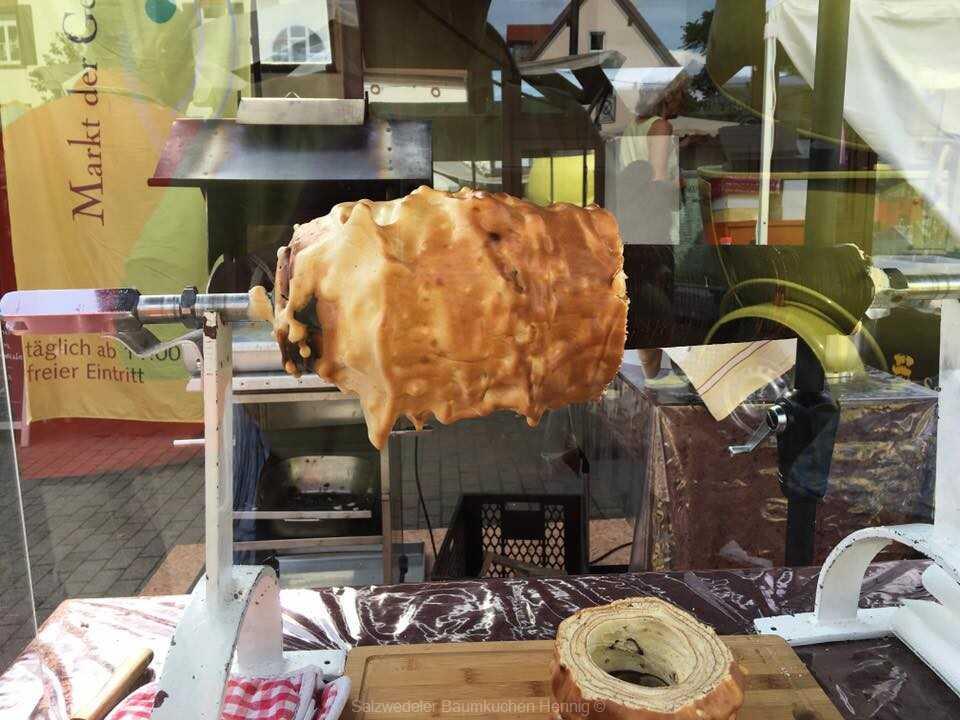 Salzwedeler Baumkuchen Hennig le gâteau à la broche au marché de Carlholz