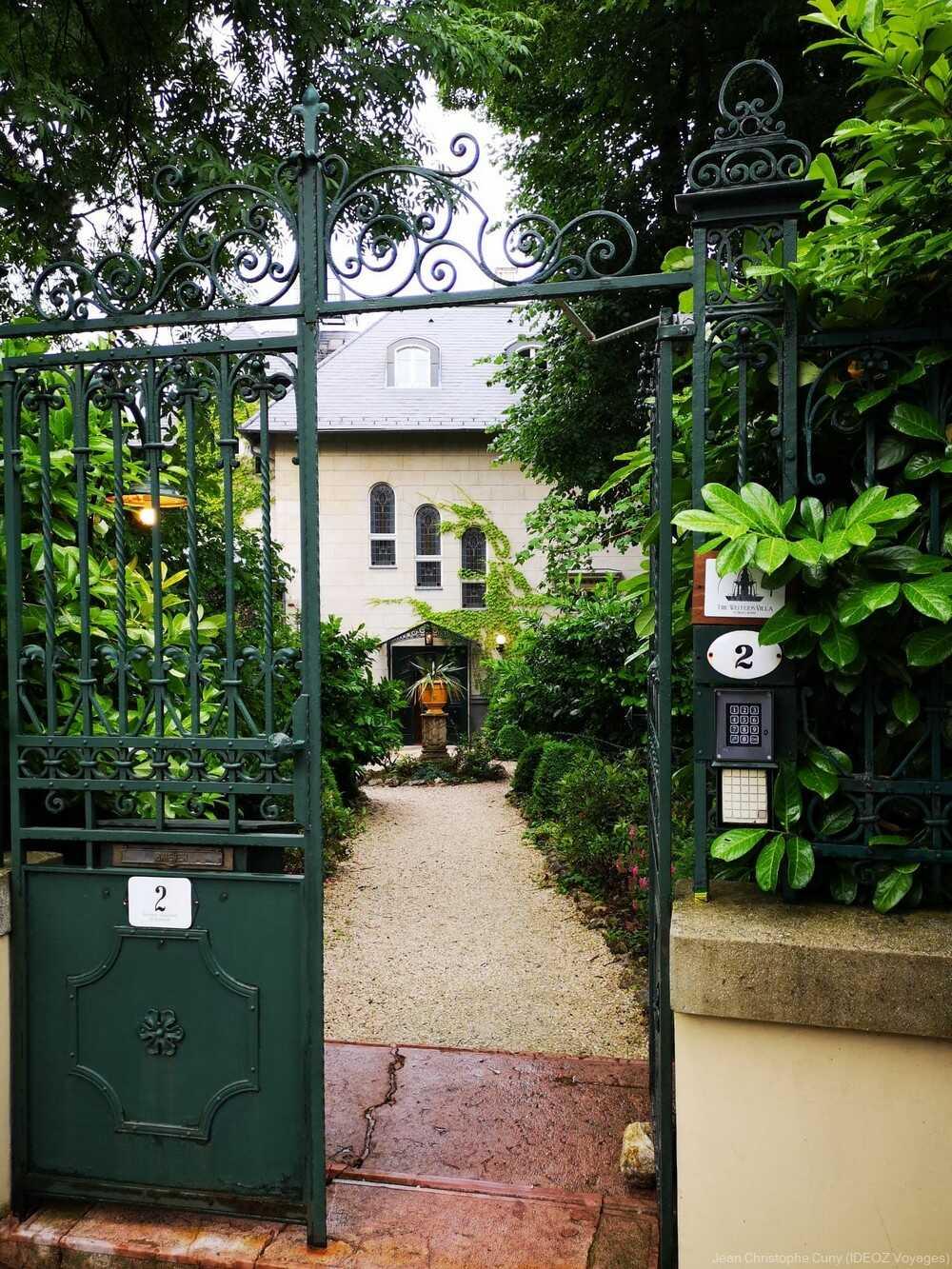 Entrée de la villa de l'écrivain à Budapest
