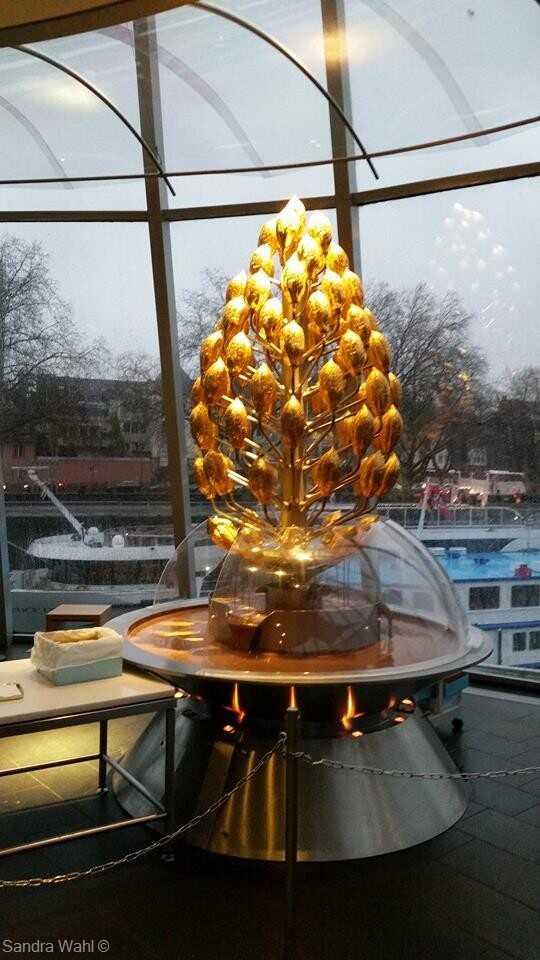 fontaine de chocolat du schokolademuseum de cologne