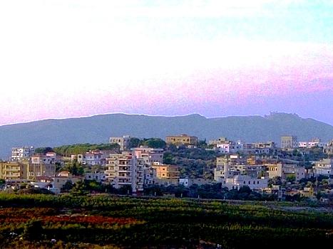 Petit village Libanais photographié de la frontière de Metulah