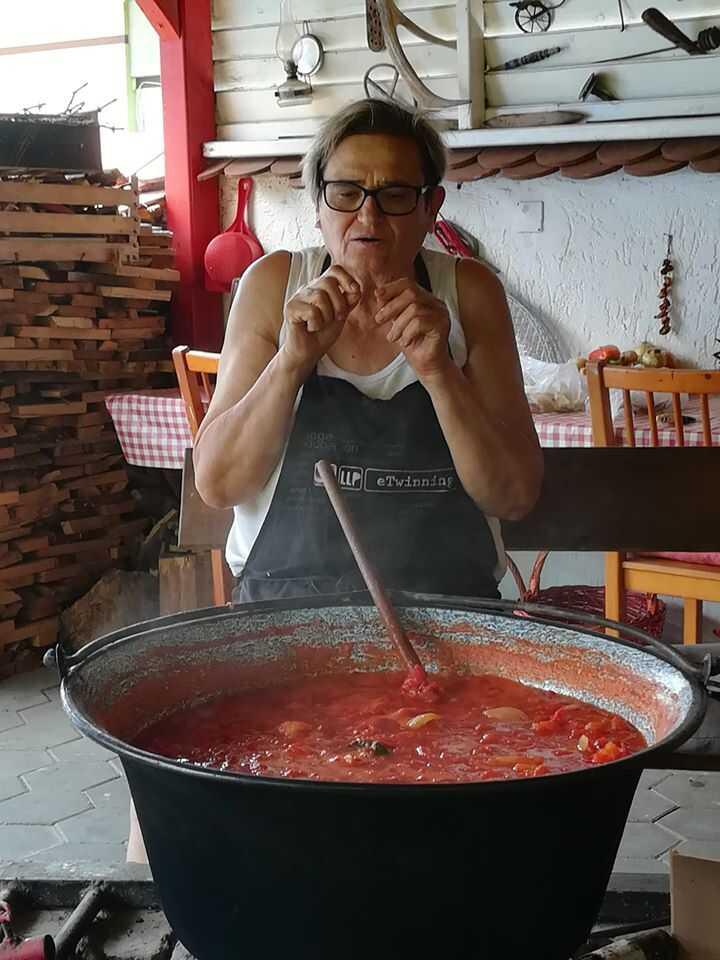 préparation du fis paprikas en slavonie à bilje chez Maria à l'agrotourisme Crvendac