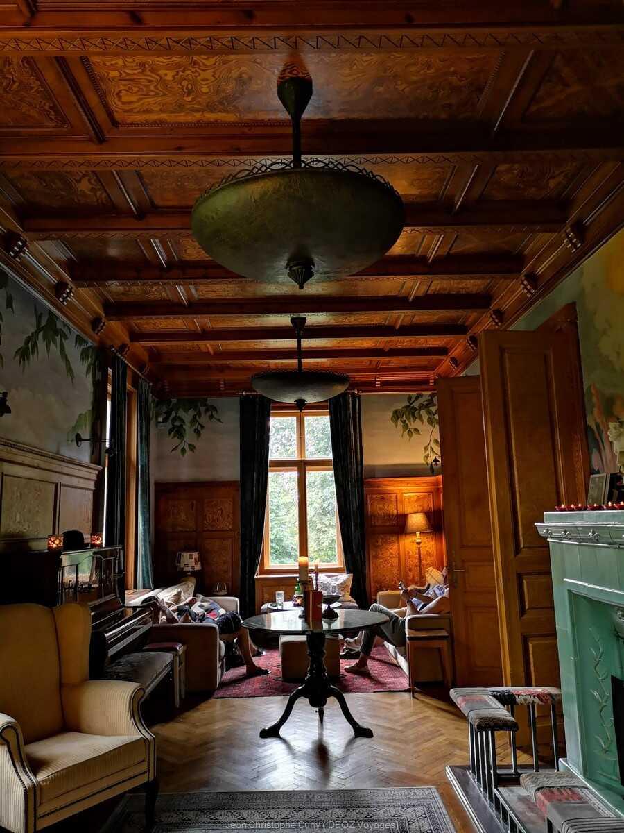 salon des événements et soirées privés à la villa de l'écrivain