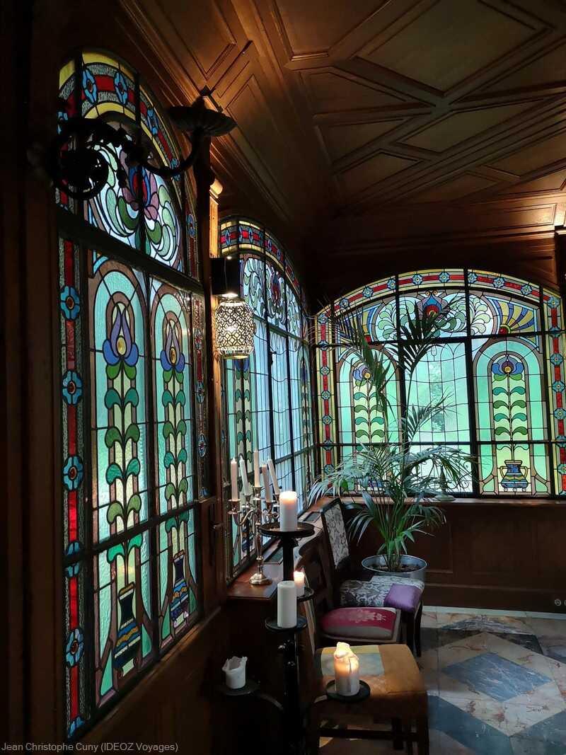 vitraux du jardin d'hiver de la villa de l'écrivain à budapest