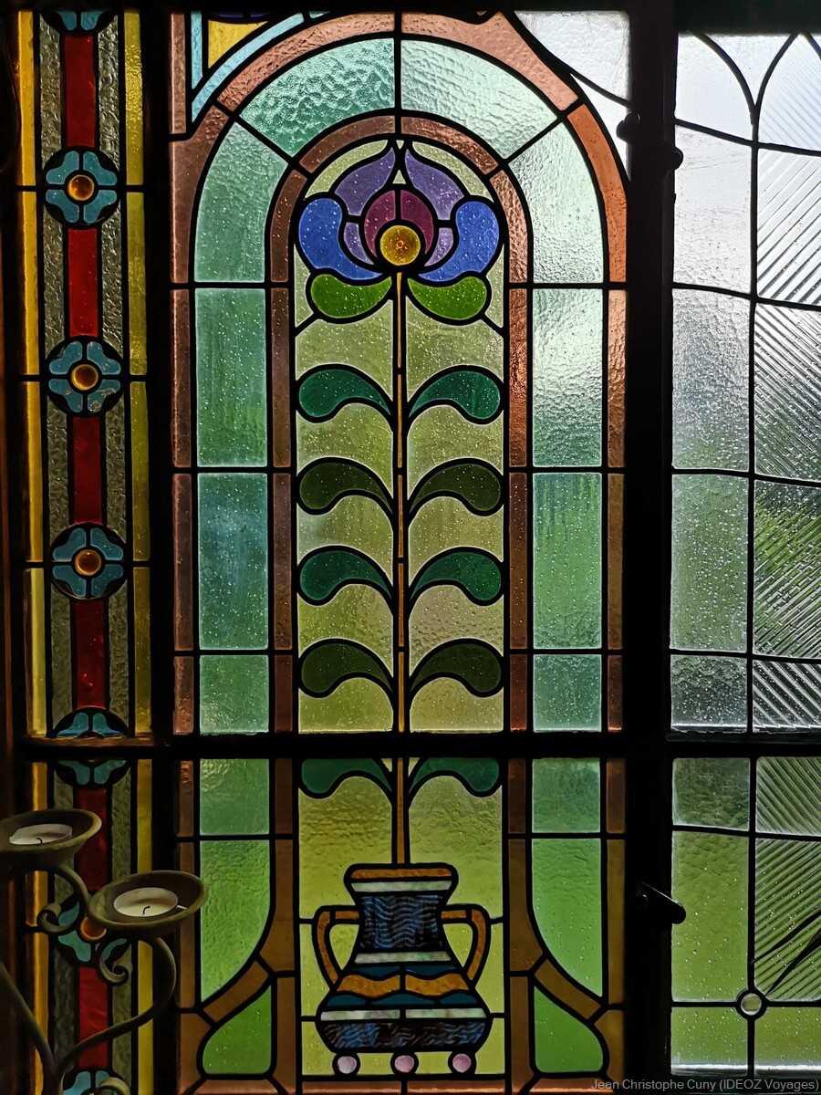 vitraux du jardin d'hiver à la villa de l'écrivain à budapest