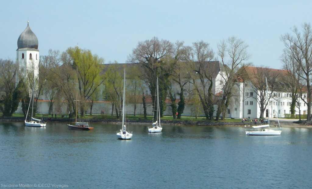 Monastère Fraueninsel sur l'île aux femmes du lac chiem