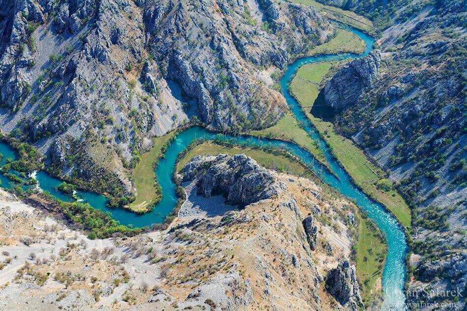 confluence entre la rivière zrmanja et krupa