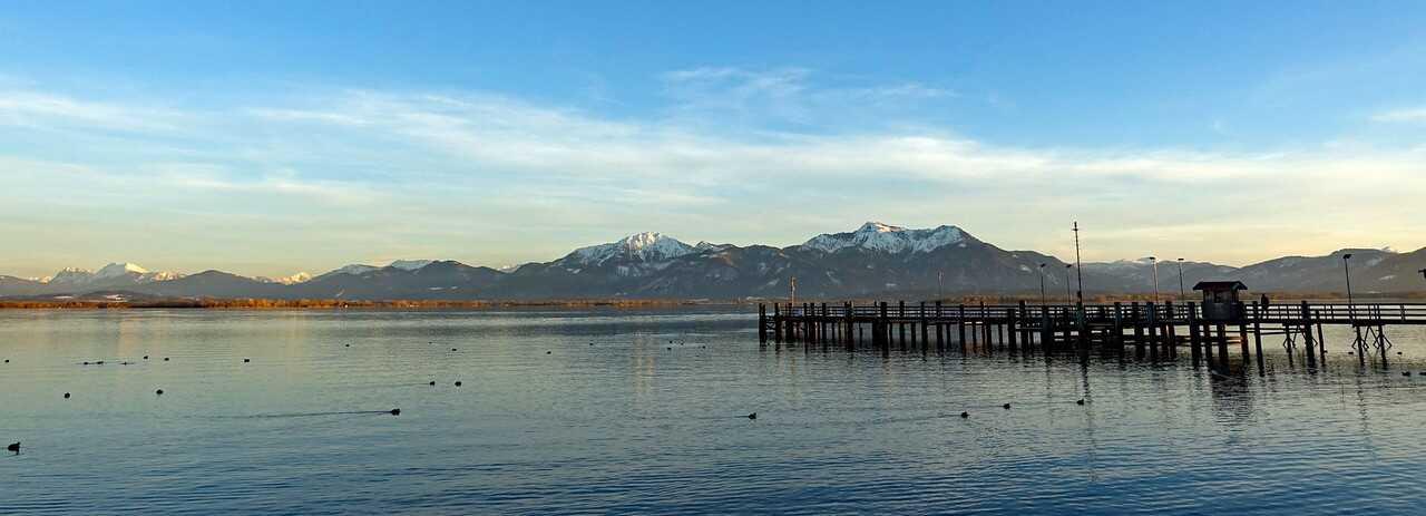 panorama sur le lac chiem et les alpes bavaroises