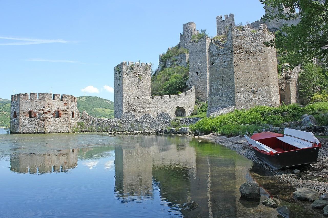 forteresse de golubac près des portes de fer sur le danube