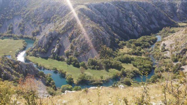canyon de la rivière krupa en été
