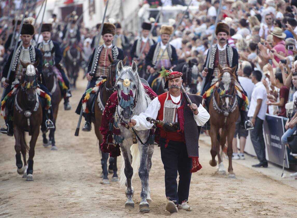 course des chevaliers de la sinjska alka à sinj en dalmatie