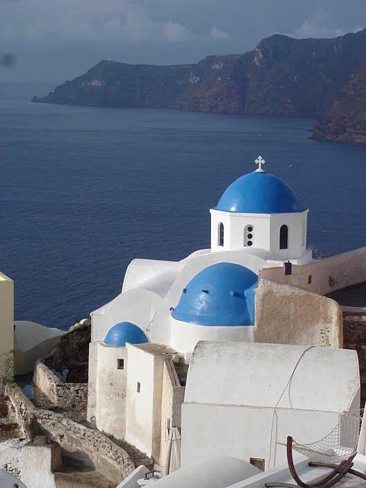 église de oia sur l'île de santorin